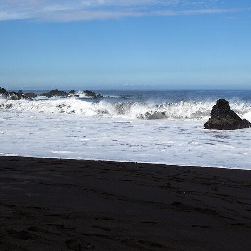 О чем молчит черный песок