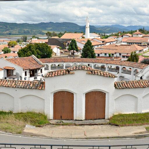 Город белых домов с красными крышами — Гуатавита