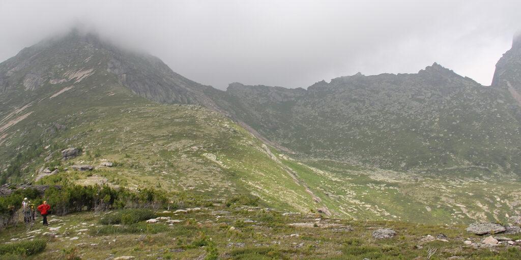 Природный парк «Ергаки» под пеленой тумана и дыма от пожаров