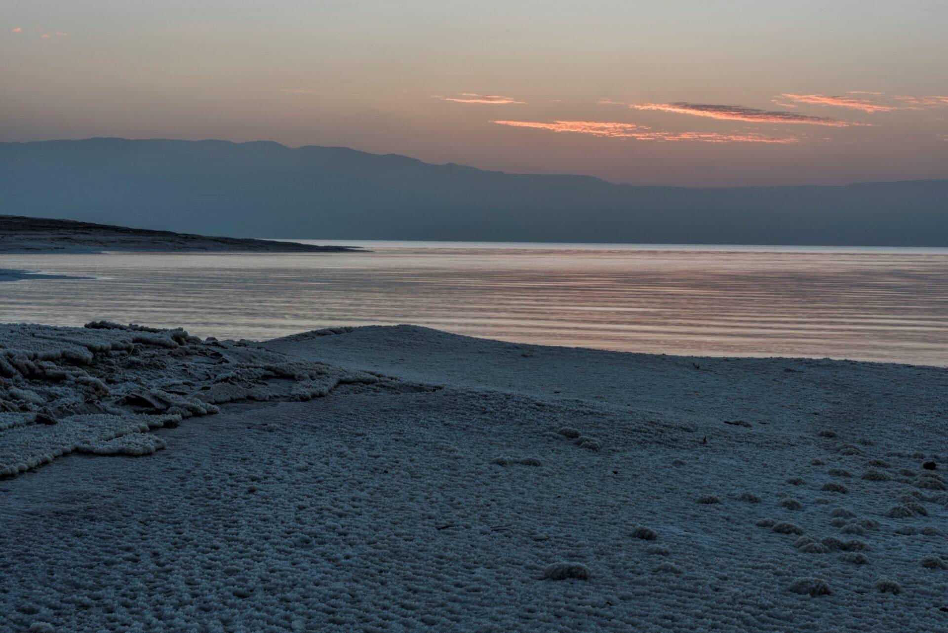 Февраль. Рассвет наМёртвом море.